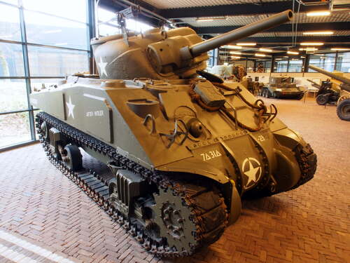 Sherman tank overloon