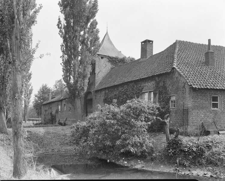 Kasteel Asten 1, Commons, RCE