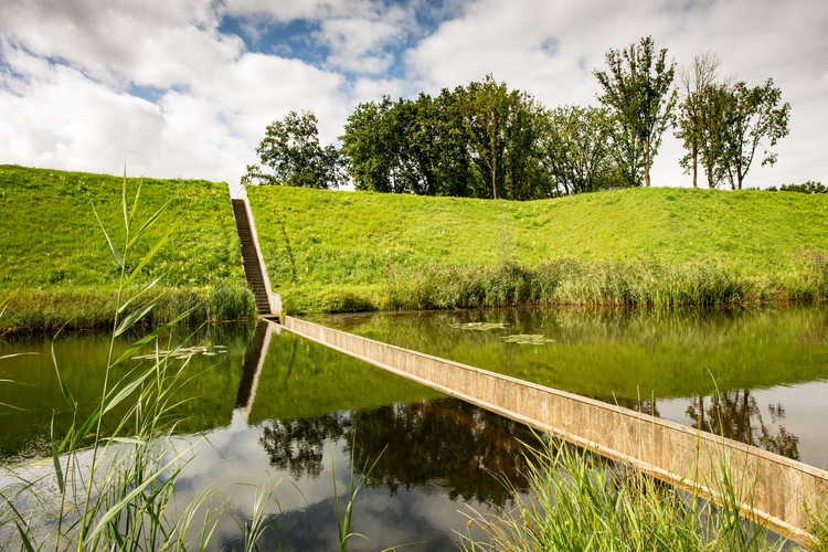 De Moses Bridge bij Fort de Roovere (Foto: Digital Eye, Wikimedia Commons)