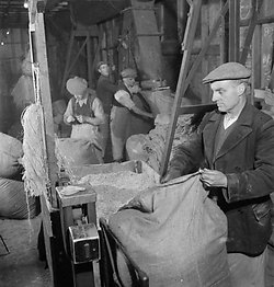 Suikerbietenfabriek Groot-Brittannië, 1942, Richard Stone, Wikimedia Commons
